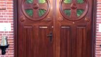 """De smukke gamle døre i Frederiksværk kirke fik den """"store"""" tur"""